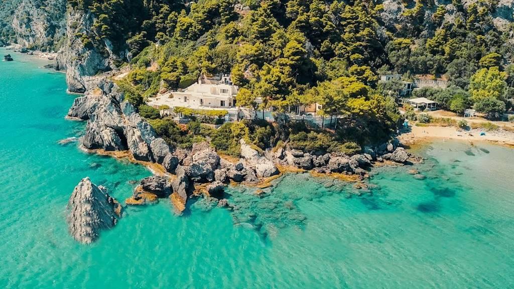 Corfu Gezilecek Yerler. Glyfada Plajı