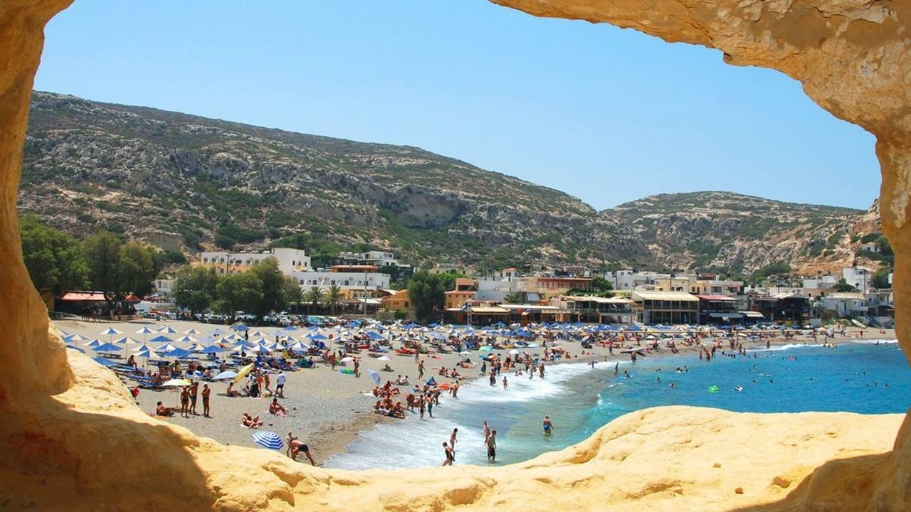 Mağaranın İçinden Matala Plajı Görünümü
